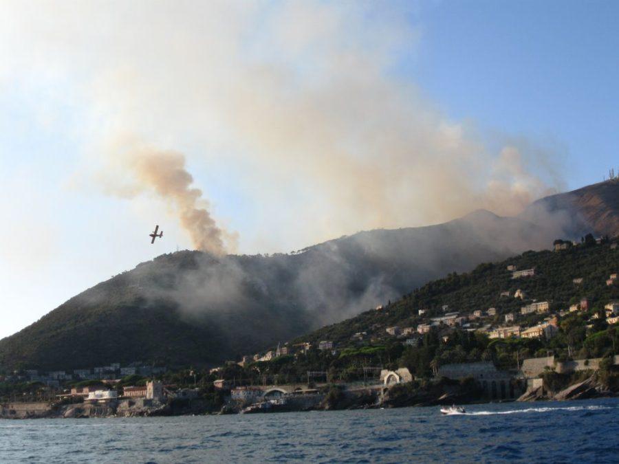Genova, nuovo incendio: circa 300 sfollati a Pegli
